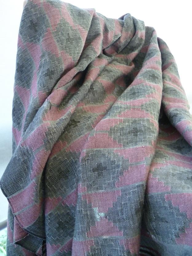 Cloth of silken threads