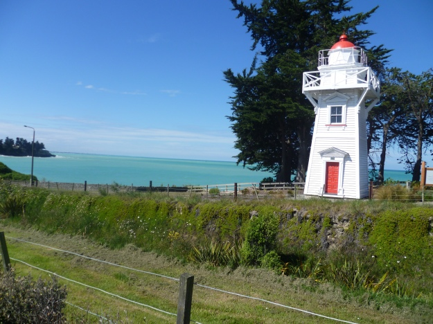 Timaru Lighthouse http://www.newzealandlighthouses.com/timaru_harbour.htmat Benvenue Cliffs