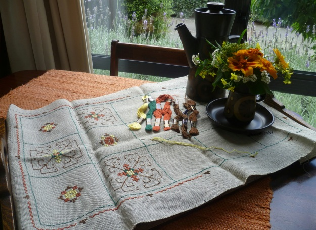Sold! a beautiful, unfinished retro tray cloth